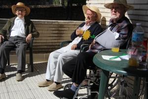 2015-09-08 PP. Cirilo, Jesus y Juanon con el matamoscas